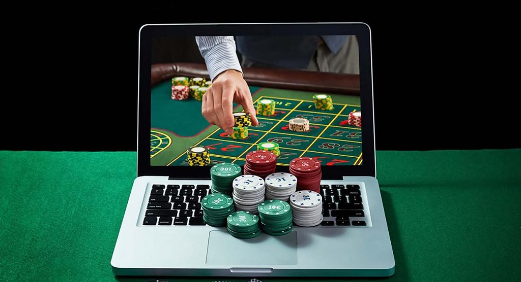 What types of games are available in casino?